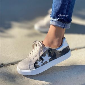 Camo lace up sneaker